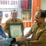 terima sertifikat ISO 1