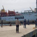kapal muat penumpang di sumba