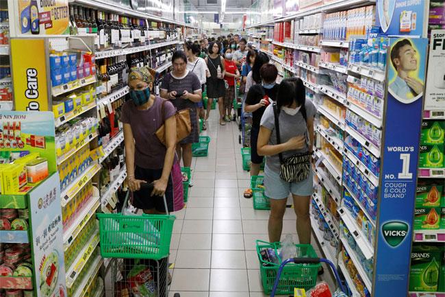 shopping saat covid REUTERSEdgar Su
