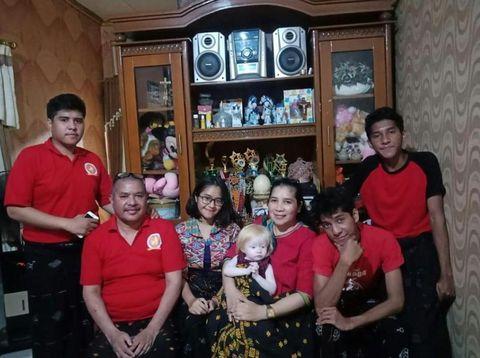 potret claudia felixia bate dan keluarga 4 43