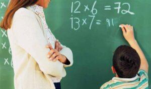 592 ilustrasi guru mengajar