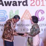012850300 1513302045 20171214 Nurdin Abdullah dan Heru Pambudi Raih Bung Hatta Award Herman 1