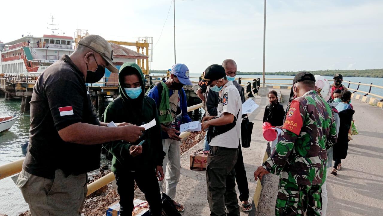 foto operasi di pelabuhan Rote