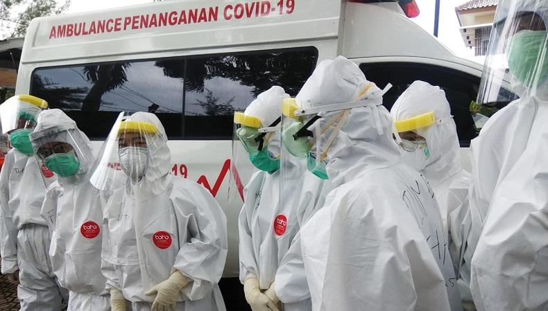 petugas jemput pasien covid 19 inewsid