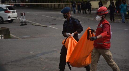 antarafoto evakuasi jenazah terduga pelaku bom bunuh diri di makassar 280321 ia ap 2 f98226d9146df400942a72dcf2844683 600x400