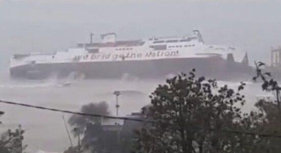 422 kapal diterpa badai dan tenggelam 800x450 1