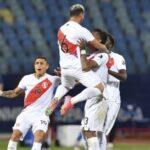 24622 penggawa timnas peru miguel trauco merayakan kemenangan timnya atas paraguay