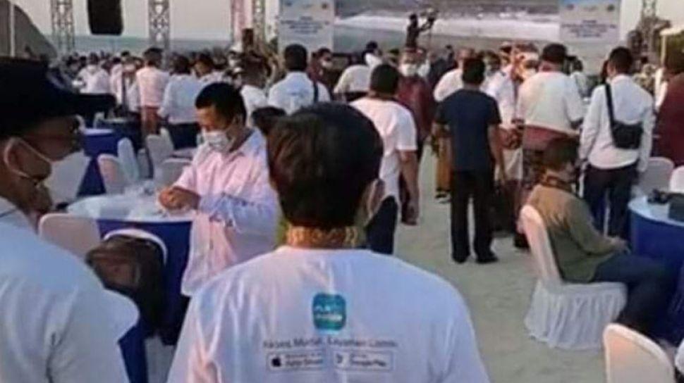 84185 tangkapan layar kerumunan di pulau semau antaraho tangkapan layar