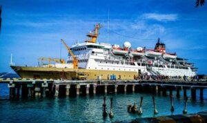 kapal pelni sirimau berlabuh di pelabuhan Tenau Kupang e1592406166562