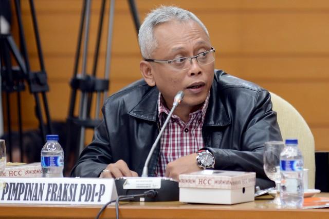 009 Anggota Komisi II Arief Wibowo Rni