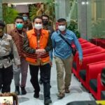 resmi tersangka azis syamsuddin langsung ditahan di rutan polres jaksel bvb