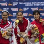 01 antarafoto medali lari 5000 meter putri pon papua 051021 na 2 compressed